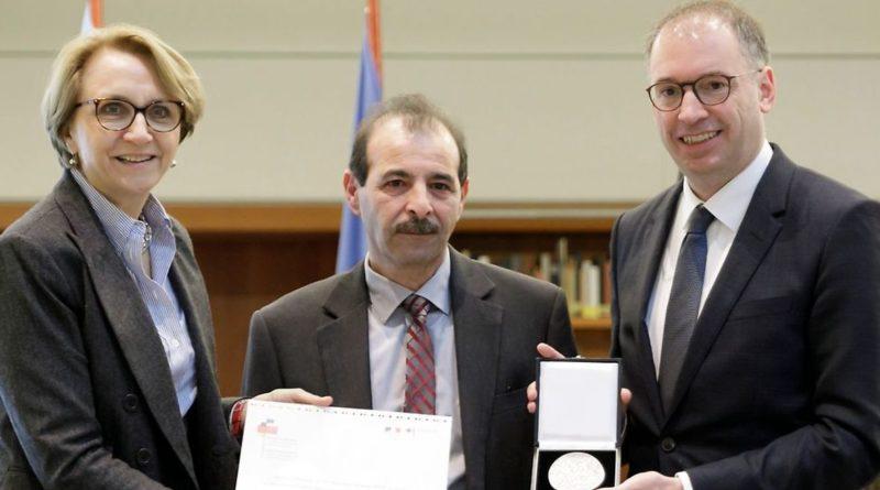 Herr Anwar Al-Bunni, Präsident des Syrischen Zentrums  Erhält den Deutsch-Französischen Menschenrechtspreis für 2018